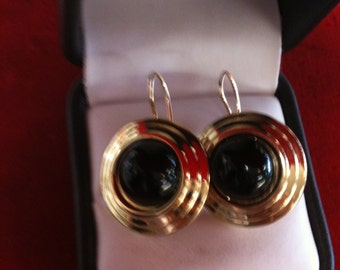 14 k Yellow Gold Earrings With Onyx In The Center,6.84 Gm.