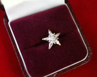 10 K Yellow Gold Star Charm With 5 Baguette Diamonds. and 6 Round Diamond. 1.2 gm.