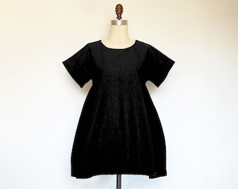 WEEKEND Dress - loose wide fit cotton linen dress in black. Trapeze flowy shift dress with pockets