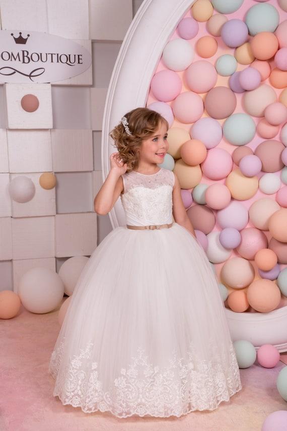 Ivory de encaje niña de las flores de la boda vestido de
