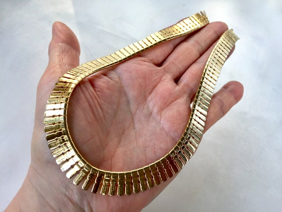 Vintage retro 1970s  1980s Cleopatra Egyptian revival gold tone mesh collar necklace jewelry jewellery