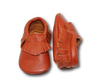 Saddle Brown Baby Moccasins // Brown Baby Moccasins // Baby Mocassin // Baby Boy Moccasin // Brown Baby Shoes