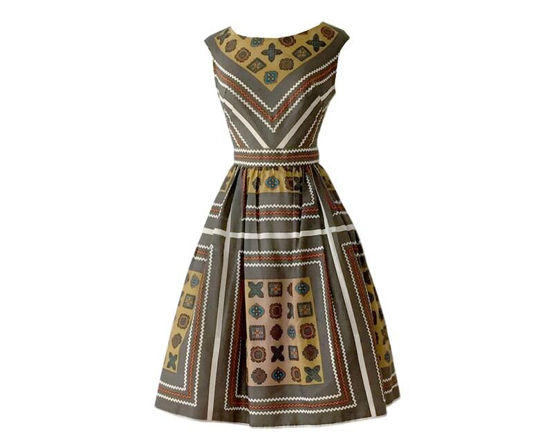 bcb3addcf67 Vintage des années 1950 Tribal robe avec jupon Crinoline