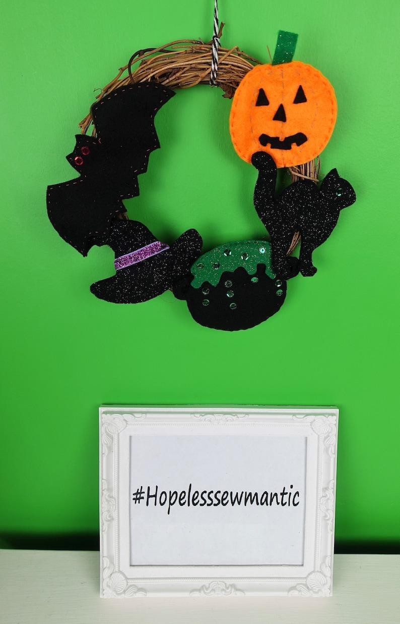 Halloween wreath door decoration. image 0