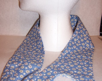 Blue/ daisy patterned fabric stethoscope cover