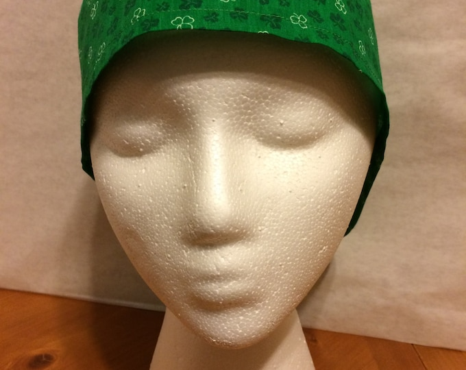 Clover leaf print, tie back, surgical cap