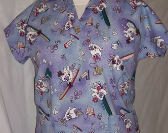 Dental print scrub top