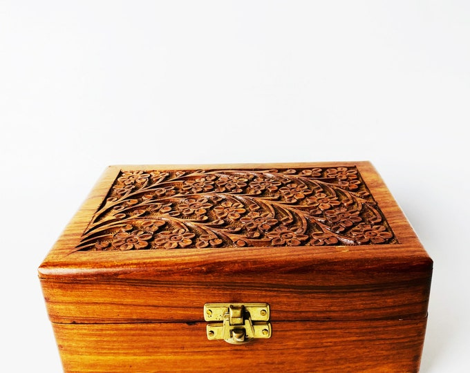 Vintage Carved Wood Flower Box// Vintage Carved Keepsake Box