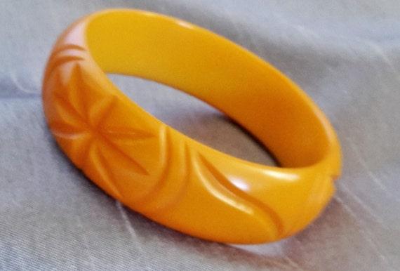 Vintage Carved Bakelite Butterscotch Bangle Bracel