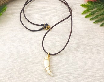 Cat Tooth Necklace on Leather Cord >> Macabre Bobcat Tooth Nature Jewelry >> Vulture Culture Jewelry Necklace >> Boho Wildlife Jewelry Gift