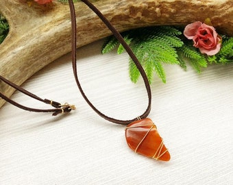 Agate Pendant >> Stone Necklace >> Gemstone Jewelry >> Raw Crystal >> Leather Choker >> Boho Necklace >> Delicate Necklace >> Yoga Jewelry