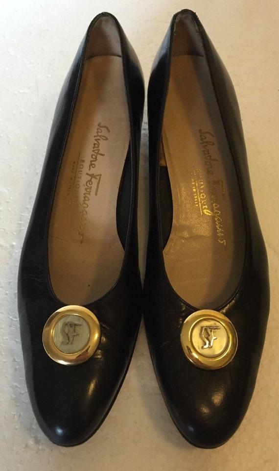 04908651a8f7 Vintage Salvatore Ferragamo Black Leather Kitten Heel Pumps