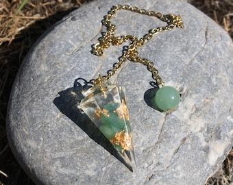 Aventurine divinatory pendulum, golden leaves, resin - dowsing - witchcraft tool - magnetism - Chakra - stone pendulum