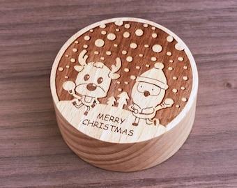 Santa Claus snd Reindeer play snow balls, wind-up music box, Great Chirstmas Gift