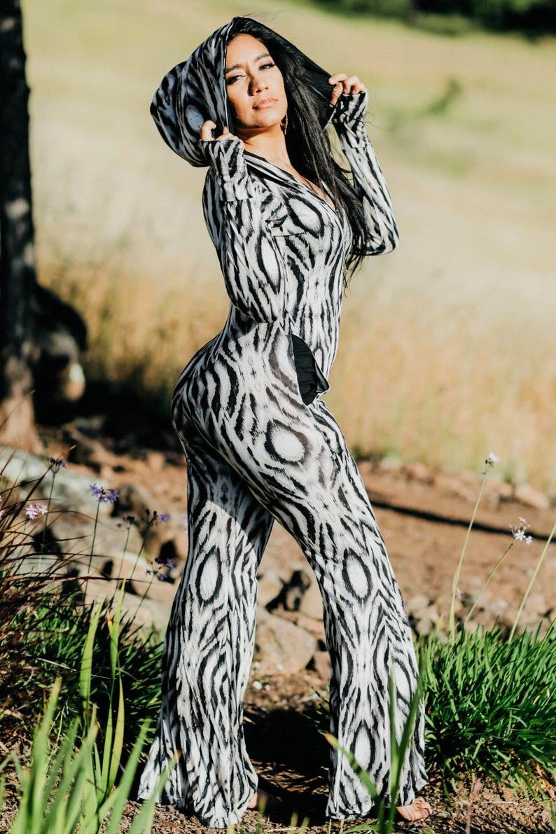 ce8d4d6771e AIWA Hooded Jumpsuit Onesie - slangenhuid - Festival Jumpsuit met rits  ritsen jurk Disco ééndelig Sexy Womens Onesey Romper brede poten