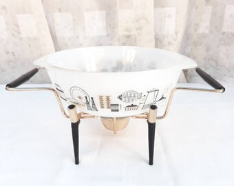Vintage Pyrex Agee casserole bowl with heating stand