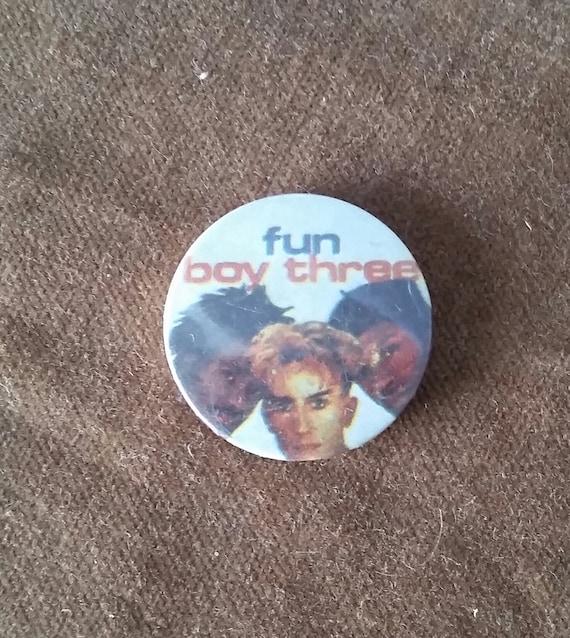 80s Metallica 1 pin button pinback B156