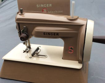 Singer Sewhandy 40K Child's Sewing Machine with Carry Storage Case  Tan/Biege - Hand Crank Made in Great Britain 1960s