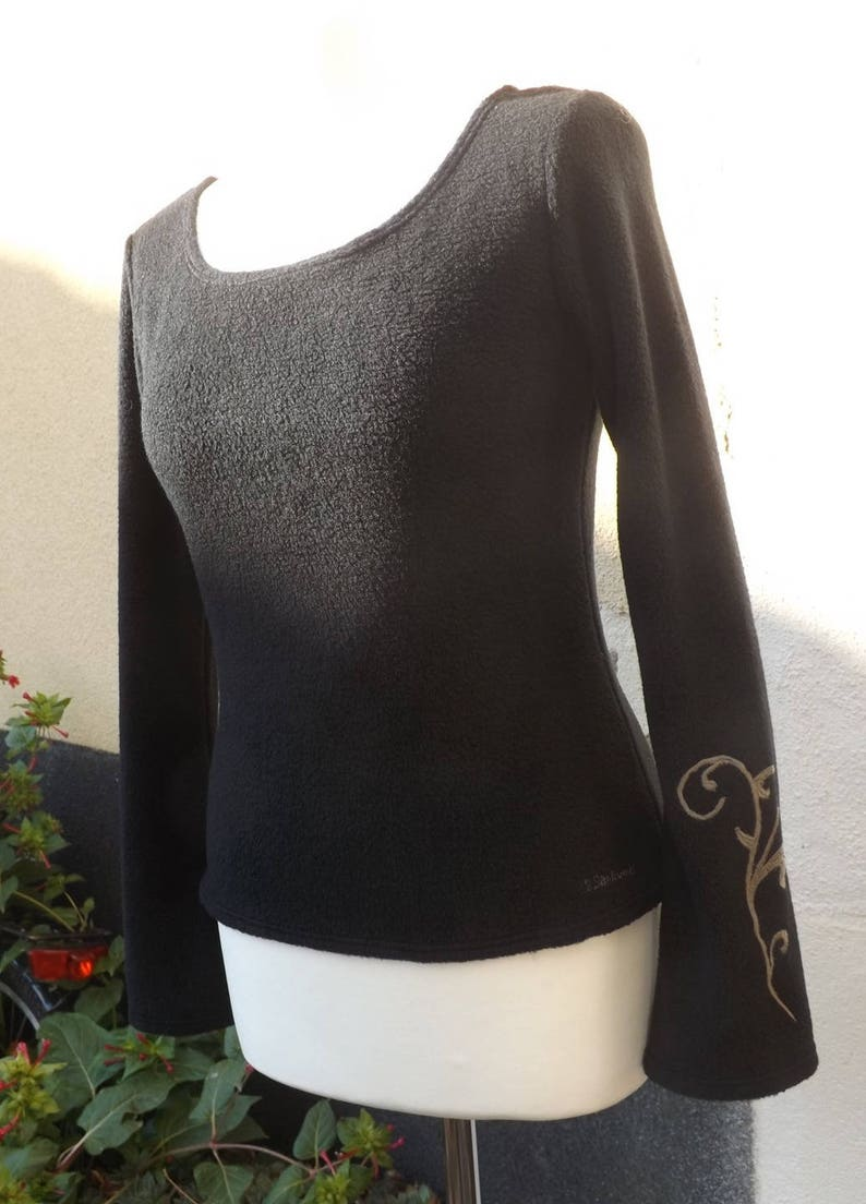 Black polar sweater Luna a magical strand Sanlivine
