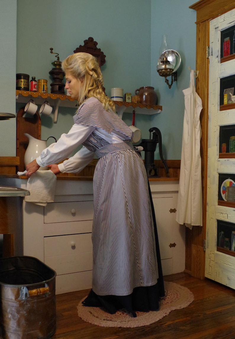 Victorian Edwardian Apron, Maid Costume & Patterns Edwardian Work Apron $89.96 AT vintagedancer.com