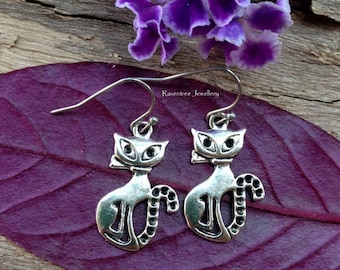 Silver Cat earrings. Cat jewellery. Retro Cat earrings. Animal earrings. Cat lover earrings.  Cat lover gifts. Feline earrings. Gift for her