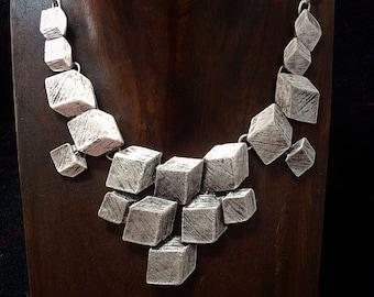 3D cubes necklace, statement necklace, décolleté necklace, geometric cubes with scratches, modern, futuristic, minimalistic, funky
