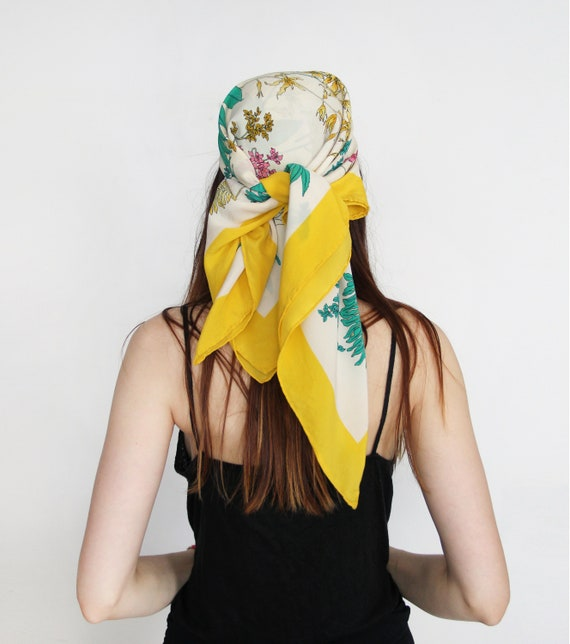 in vendita 9ccf5 37b2d GUCCI Vintage 70s Flora Silk Foulard Scarf Made in Italy by Accornero