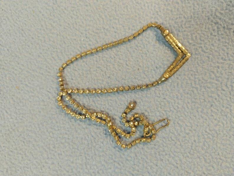 Silvertone 16 Simple /& Elegant Vintage Rhinestone Necklace