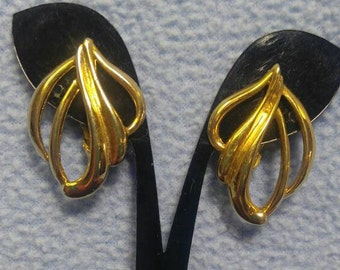 Lovely Goldtone Clip Earrings