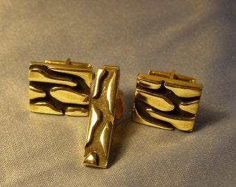 05d4c1dba354 vintage Reptile design Cufflink Tie Clip set, Modernist Gator-like texture  gold plate Tie Bar w Cufflinks, Mid Century mens Fashion Jewelry