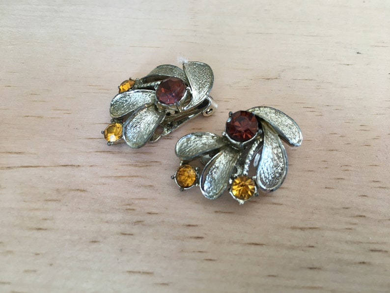 Coro Topaz and Rootbeer Brown Rhinestone and Gold Toned Metal  Flower Earrings 1671