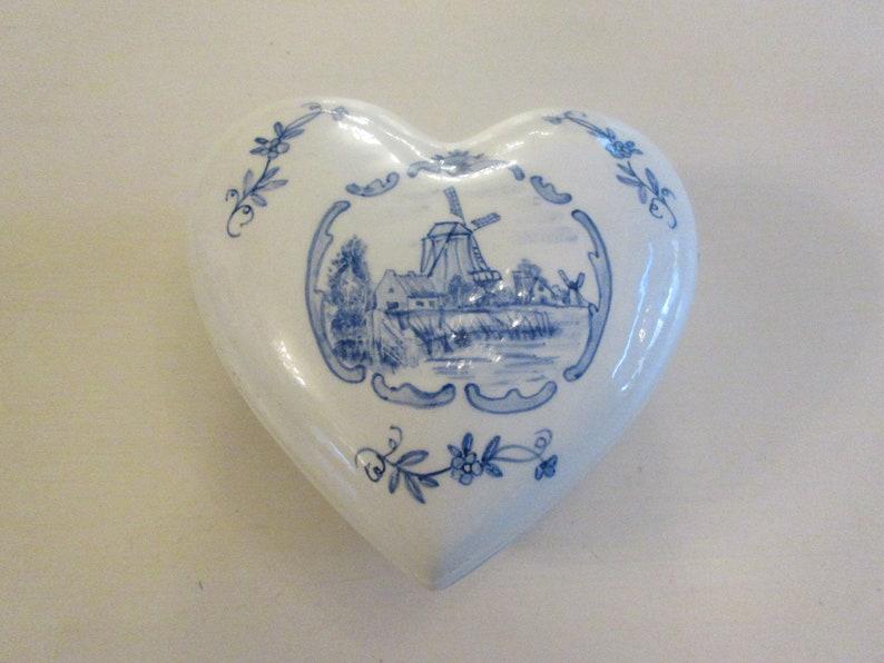 LINDSTROM HEART SHAPED Blue Delft Box