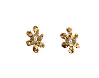 Gold pearl flower stud earrings, tiny 6 petals studs, hammered brass small earrings