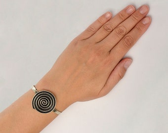 Large silver or gold disc cuff bracelet, cirlce geometric open bangle, round chunky hammered cuff bracelet