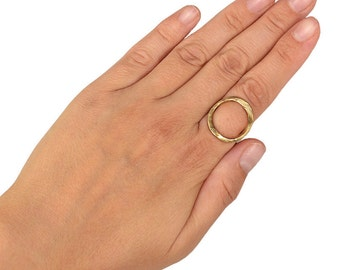 Gold open circle stacking ring, minimalist index finger ring, open oval hammered ring