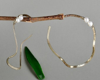 Pearl wavy  silver hoop earrings, large thin twisted hoops, hammered circle statement earrings