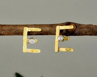 Letter custom stud earrings, initial personalized  gold stud earrings, pearl brass alphabet earrings