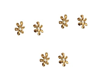 Bridesmaid proposal earring set, gold pearl flower stud earrings , dainty made of honor gift