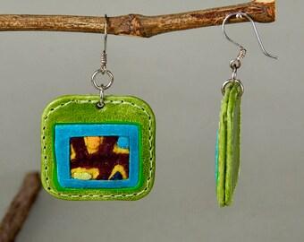 Leather earrings, square drop, geometric jewelry, tribal jewel, green drop, fabric jewel, ethnic earrings, unique gift idea, chandelier drop