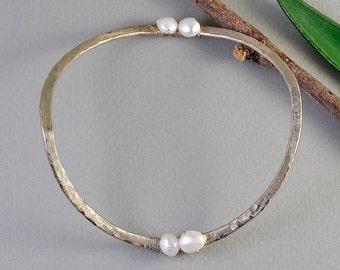 Silver pearl bracelet, dainty bangle, hammered jewelry, stacking bangle, bridesmaid gift, wedding jewel, feminine bracelet, delicate cuff