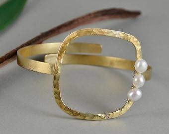 Gold tone large cuff bracelet, pearl bracelet, square bracelet, big bangle, adjustable bangle, brass jewel, wedding jewel, hammered cuff