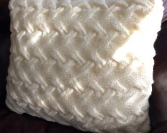 Chunky cable cushion, hand knit cushion, decorative cushions, chunky cushion.