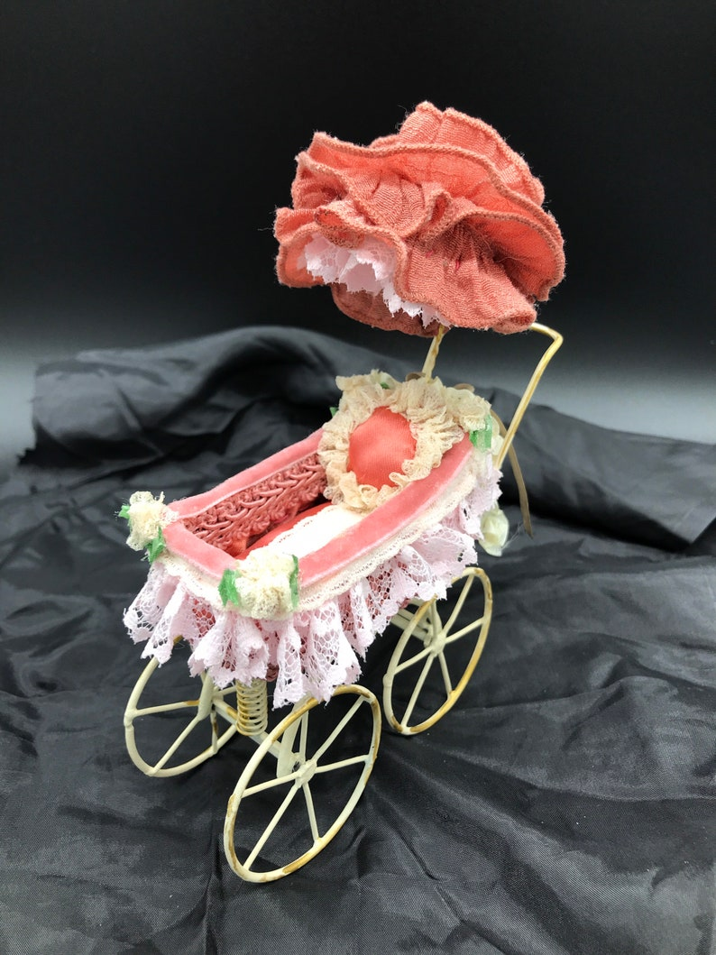 Victorian Dollhouse Pram Artisan Made Miniature Baby Carriage Dollhouse Nursery Baby 1:12 Scale Baby Stroller Vintage Metal Baby Buggy