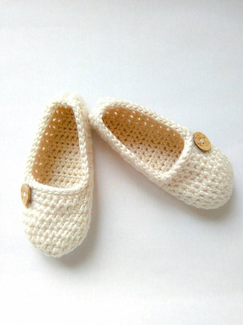 sports shoes 9a5c5 f5a6f Gehäkelte Hausschuhe, Damen Hausschuhe, warme Hausschuhe, weiche  Hausschuhe, frauengeschenk, Geschenk für Frauen, Hausschuhe