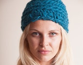 Crochet beanie, emerald green hat, bulky cap for women, winter warm accessory, fashion gifts for her, Christmas hip present, birthday ideas
