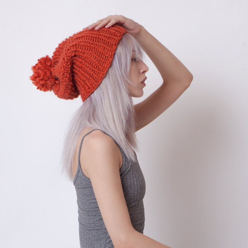 Orange pom pom cappello berretto con risvolto handknit  154f9c635653
