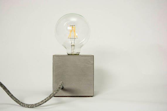 Lampada Scrivania Viola : Lampada da tavolo in cemento cubetto etsy