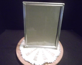Vintage 8 x 10 in. Standing Tabletop Silvertone Metal Picture Frame w/Glass