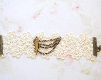 Shabby chic lace bracelet, bridal lace bracelet, wedding lace bracelet, beige bracelet, beige cuffs, lace cuff, white lace bracelet, creamy