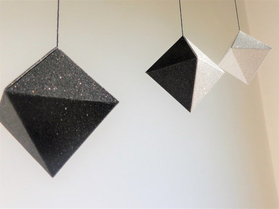 Noir Et Blanc Montessori Octahedra Mobile